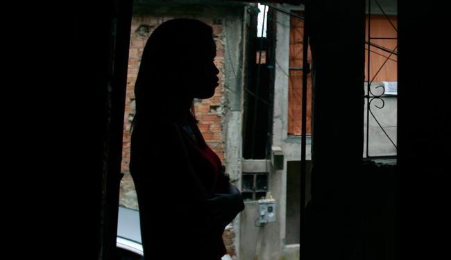 Sem se identificar, colega de trabalho de Roseane estar preocupada com possibilidade de contaminação - Foto: Raul Spinassé   Ag. A TARDE