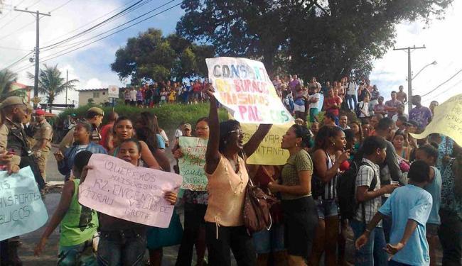 Moradores pedem melhorias para o bairro - Foto: Edilson Lima   Ag. A TARDE