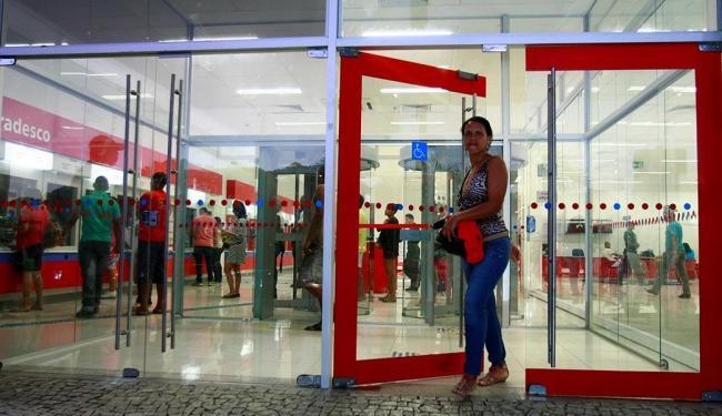 Caixa eletrônico é opção para pagamentos e saques durante paralisação nos bancos - Foto: Fernando Vivas | Ag. A TARDE