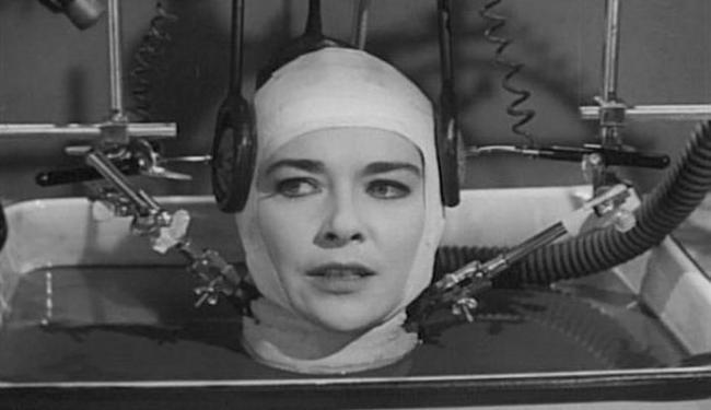 Situação semelhante é retratado no filme O Cérebro que Não Queria Morrer (1962) - Foto: Divulgação
