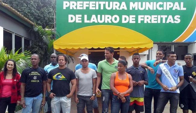Jogadores e familiares estão em frente à prefeitura de Lauro de Freitas desde as 9h - Foto: Divulgação