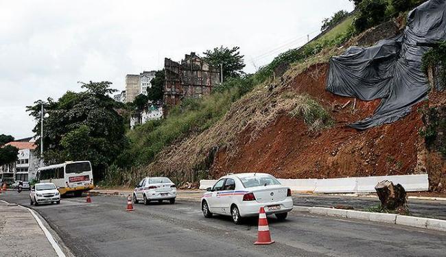 Trecho está bloqueado desde o último dia 16 de junho, por causa de um deslizamento de terra - Foto: Mila Cordeiro | Ag. A TARDE