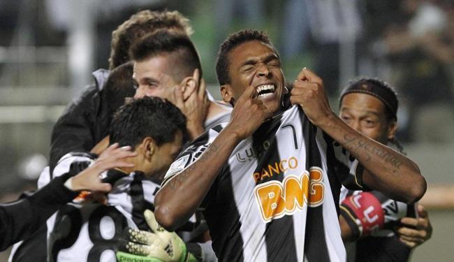 Jô celebra vitória do Atlético-MG sobre o Newell's Old Boys - Foto: Agência Reuters