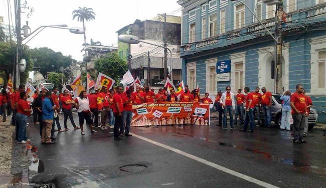 Comerciários fazem passeata pelo Centro de Salvador - Foto: Edilson Lima | Ag. A TARDE