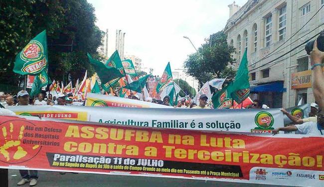 Centrais sindicais vão às ruas no centro da cidade - Foto: Edilson Lima | Ag. A TARDE