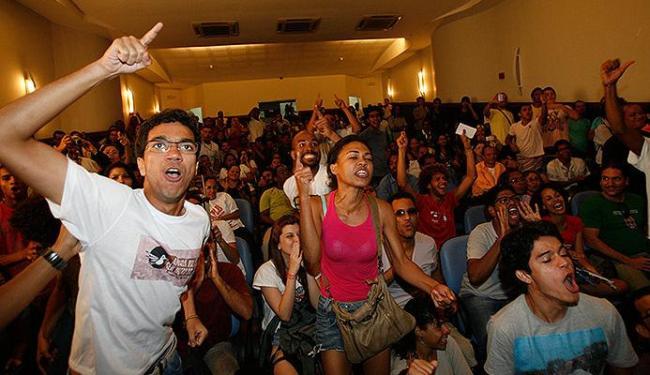 Integrantes do MPL lotaram Centro Cultural da Câmara para discutir reivindicações - Foto: Margarida Neide l Ag. A TARDE