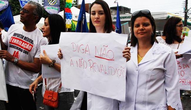 Médicos protestaram por falta de condições adequadas de trabalho - Foto: Joá Souza/ Ag A Tarde