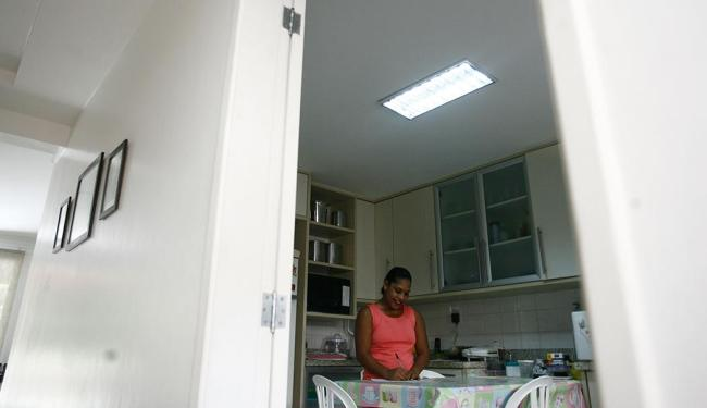 Empregadas domésticas agora têm lei que regula jornada e outros benefícios trabalhistas - Foto: Raul Spinassé | Ag. A TARDE