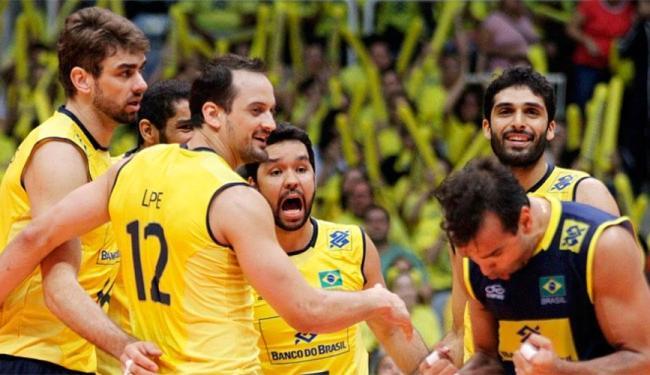 Jogadores comemoram segunda vitória contra a seleção dos EUA - Foto: Divulgação | CBV