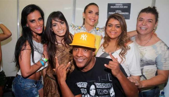 Os artistas foram falar com Ivete antes do show - Foto: Fred Pontes   Divulgação