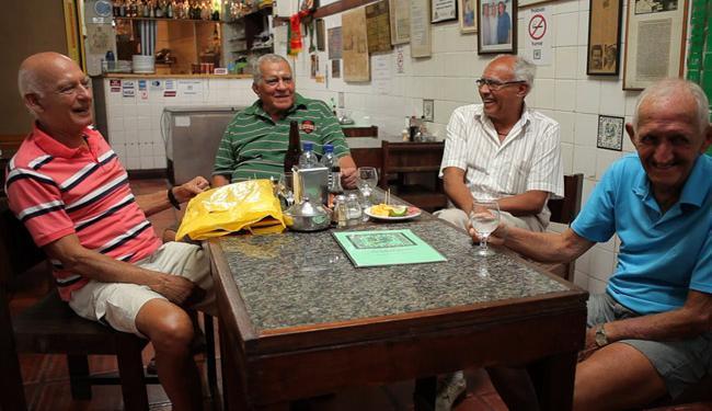 Vicente (1º à esquerda) ao lado dos campeões Léo Briglia,Nadinho e Marito no filme Bahêa Minha Vida - Foto: Filme Bahêa Minha Vida / Divulgação