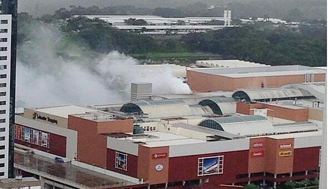 Fumaça chamou a atenção de quem trabalhava nas redondezas - Foto: Reprodução | Mauricio Paulista | Twitter