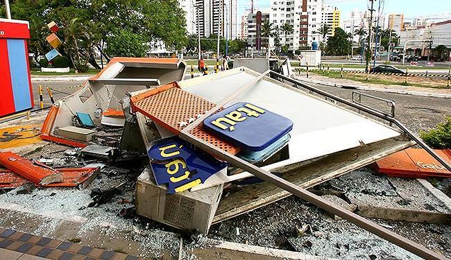 Caixa eletrônico do Itaú foi explodido na madrugada do dia 21 de abril - Foto: Margarida Neide | Ag. A TARDE