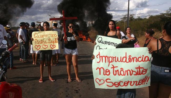 Manifestação aconteceu na tarde desta quarta-feira - Foto: Miriam Hermes   Ag. A TARDE