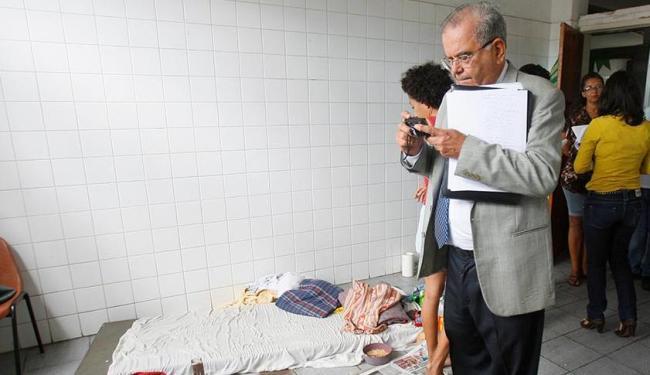 Joviniano Neto, do grupo Tortura Nunca Mais, participou do grupo que fez inspeção no abrigo - Foto: Adilton Venegeroles | Ag. A TARDE | 26.6.2013