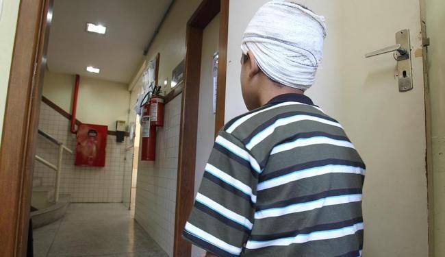 Menino de 10 anos agredido na Delegacia de Repressão a Crimes contra a Criança e o Adolescente - Foto: Lúcio Távora | Ag. A TARDE