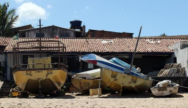 Colônia de Itapuã, com 1,2 mil pescadores e 32 barcos grandes, enfrenta problemas como falta de segu - Foto: Lúcio Távora | Ag. A TARDE