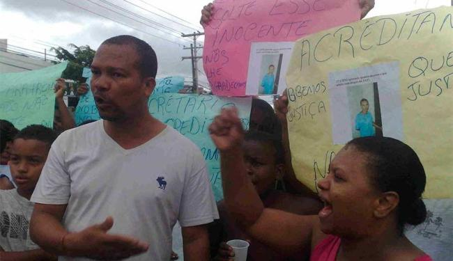 Manifestantes pedem que jovem seja solto - Foto: Edilson Lima | Ag. A TARDE