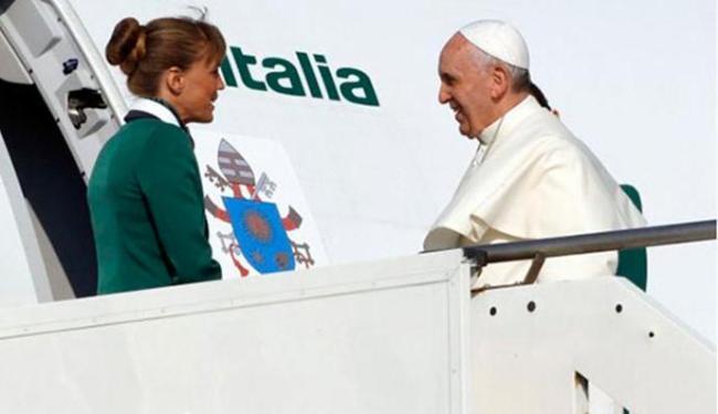 Papa Francisco embarcou nesta segunda de Roma em direção ao Rio de Janeiro - Foto: Agência Reuters