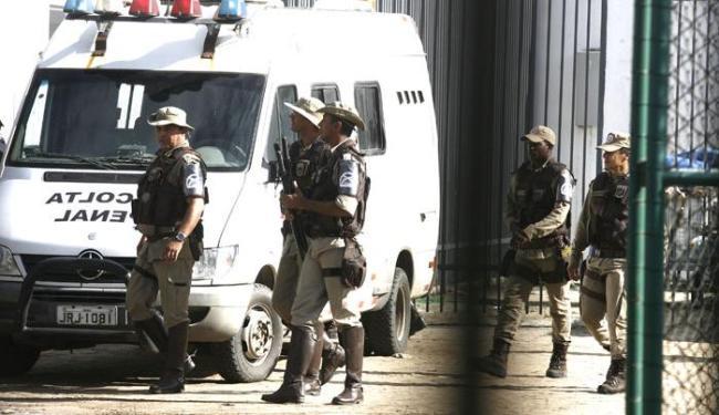 Operação foi realizada por cerca de 50 policiais militares, - Foto: Luiz Tito/Ag. A Tarde