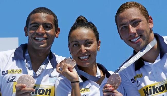 O baiano Allan Do Carmo (à esq) integrou equipe que conquistou o bronze na maratona aquática - Foto: Albert Gea / Agência Reuters