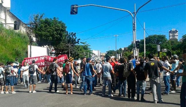 Manifestantes do Movimento Passe Livre Salvador (MPL) nos Barris - Foto: Paula Janay Alves | Ag. A TARDE