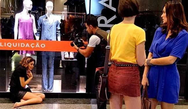 Giane e Charlene presenciam o surto da it-girl - Foto: TV Globo | Divulgação
