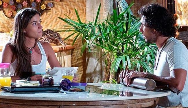 Carol não gosta nada de ver a cara de Taís estampada nos croquis de Lino - Foto: TV Globo | Divulgação