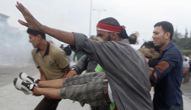 Violência durante os confrontos deixam 180 feridos - Foto: Agência Reuters