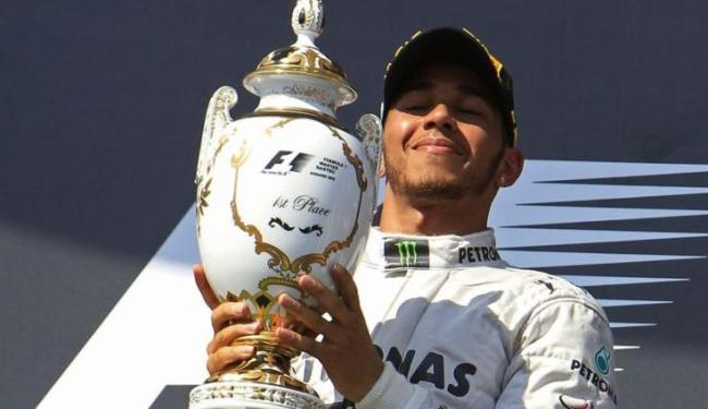 Hamilton venceu sua primeira corrida na temporada e chegou a 4ª colocação, com 124 pontos - Foto: Laszlo Balogh / Agência Reuters
