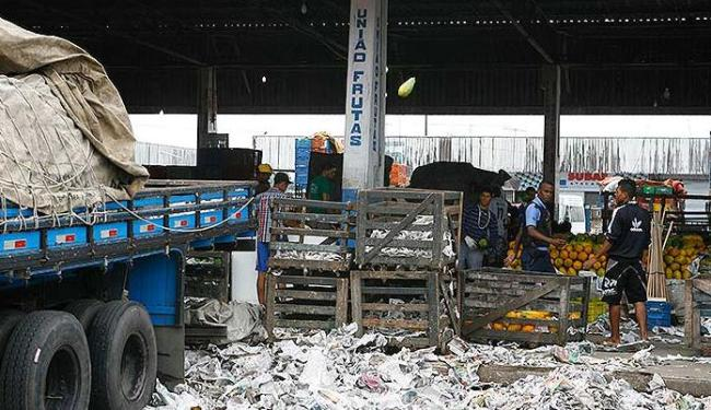 Lixo e desperdício na Ceasa de Simões Filho - Foto: Marco Aurélio Martins | Ag. A TARDE