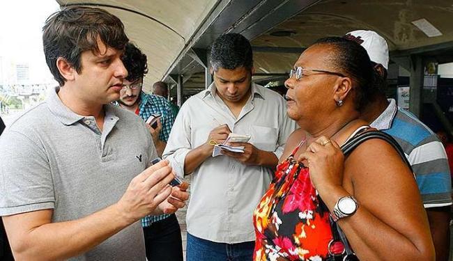 Equipe da Secretaria de Transportes explica funcionamento do bilhete único - Foto: Marco Aurélio Martins | Ag. A TARDE