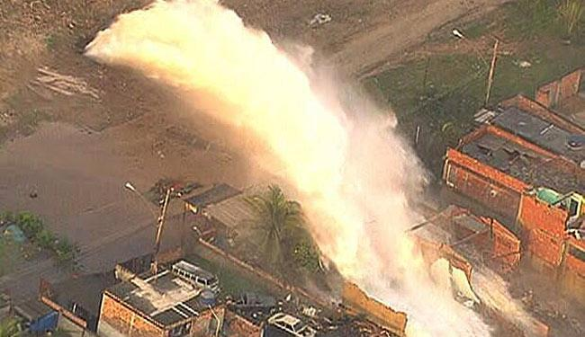 Força da água também destruiu carros - Foto: Reprodução | TV