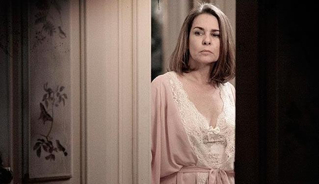 Helena ouve conversa de Zico e descobre que ele tem uma amante - Foto: TV Globo | Divulgação