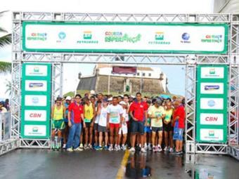 Atletas amadores e profissionais participaram da edição 2012 da Corrida e Caminahda Esperança - Foto: Yescom | Divulgação