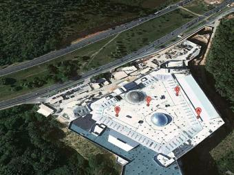 Shopping foi construído em área de mata - Foto: Reprodução | Google Maps