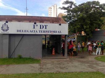 Policiais reclamam de superlotação e falta de condições de trabalho - Foto: Edilson Lima | Ag. A TARDE