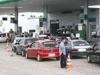 Motoristas correram para abastecer após baixa na semana passada - Foto: Fernando Amorim | Ag. A TARDE