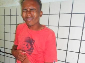 Homem não teve o nome divulgado, mas deixou ser fotografado - Foto: Reprodução   Blog Ferraz e o Povo
