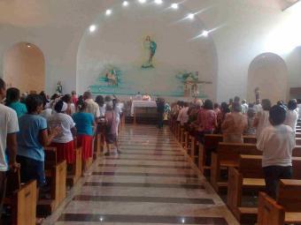 Fiéis lotaram Santuário da Bem-aventurada - Foto: Edilson Lima | Ag. A TARDE
