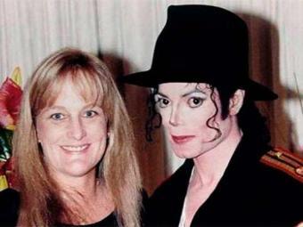 Debbie Rowe e Michael Jackson posam para foto de casamento na Califórnia em 1996 - Foto: Agência Reuters