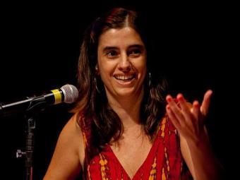 Na obra, Ana investiga a poética da artista francesa Dominique Gonzalez-Foerster - Foto: Alexandre Nunis | Divulgação