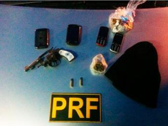 Armas, munições e demais aparelhos apreendidos foram levados para a Delegacia de Polícia Judiciária - Foto: Divulgação   PRF