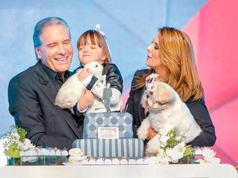 Roberto Justus ao lado de Ticiane Pinheiro e a filha - Foto: Edu Moraes   Record   Divulgação