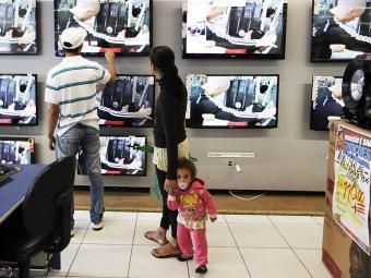 Pressão do dólar é grande na linha de aparelhos de vídeo, onde a maioria dos componentes é importada - Foto: Agência Reuters