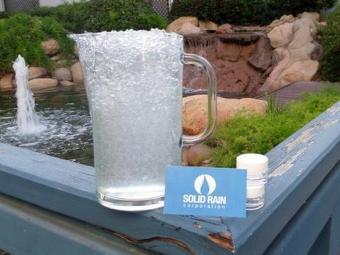Polímero armazena água para uso em épocas de seca - Foto: Solid Rain Corporation | Divulgação