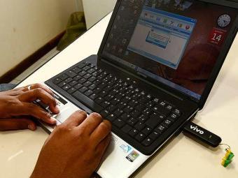 Telebrasil: 39% dos domicílios urbanos no país têm internet de alta velocidade - Foto: Walter de Carvalho | Ag. A TARDE