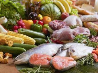 Uma dieta rica em peixes, carnes magras e vegetais é ideal para bipolares - Foto: Felix Wirth - Corbis | Divulgação