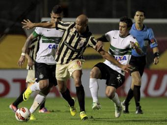 O Vitória, que venceu o jogo de ida por 1 a 0, precisa de um empate esta noite - Foto: Eduardo Martins | Ag. A TARDE