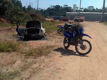 Corpo de homem estava dentro de um carro queimado - Foto: Edilson Lima | Ag. A TARDE
